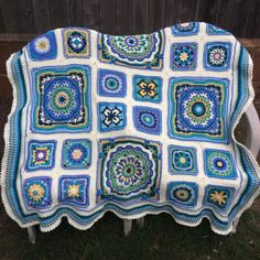 Seaside Winter Blanket CAL Too symmetrical, but nice. I'd extend the ends. Crochet Granny Square Afghan, Afghan Crochet Patterns, Crochet Squares, Granny Squares, Love Crochet, Learn To Crochet, Diy Crochet, Merry Christmas Wishes, Winter Blankets