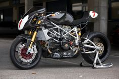 I have wanted one of these bay boys for years. DUCATI 999   repinned by www.BlickeDeeler.de