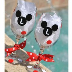 Wine Glasses or Tumblers you can personalize your mickey! Diy Wine Glasses, Painted Wine Glasses, Minnie Mouse Baby Shower, Minnie Mouse Party, Disney Diy, Disney Crafts, Disney Cruise, Cozinha Do Mickey Mouse, Paint And Drink