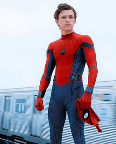 """[NEW] Exclusive photo of Tom Holland unmasked in """"Spider-man: Homecoming""""! Photographed by Chuck Zlotnick."""