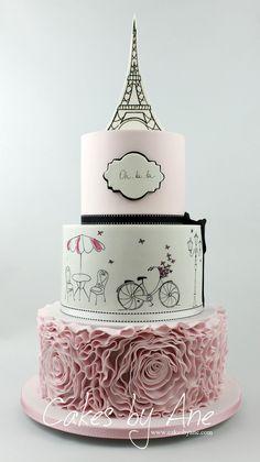 Paris Cake #festa #customcake #uniquecakes #bolo #food #foodphotography #foodstyling #foodblogger #beautifulfood #beautifulcuisines #cake #paintedcake #pariscake #elegantcake #ohlala