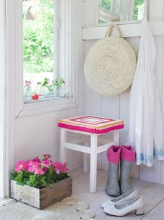 crochet stool cover - Sanna & Sania