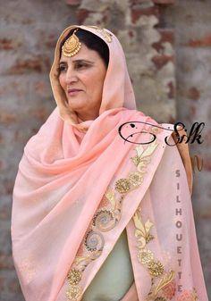 Haute spot for Indian Outfits. Bridal Suits Punjabi, Punjabi Suits Party Wear, Wedding Salwar Suits, Punjabi Salwar Suits, Punjabi Dress, Wedding Suits, Salwar Kameez, Lehenga Wedding, Bridal Sarees
