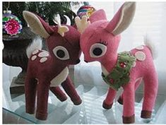 Sewing Toys Free plush patterns- interesting cut for the ears so they join the head, keep this in mind! Sewing Toys, Sewing Crafts, Sewing Projects, Sewing Stuffed Animals, Stuffed Animal Patterns, Christmas Sewing, Christmas Crafts, Plushie Patterns, Felt Toys