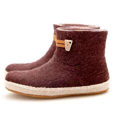 Ik heb ze en ze zijn zo heerlijk...jammer dat het sloffen zijn en geen schoenen, want ik wil ze niet meer uitdoen :)