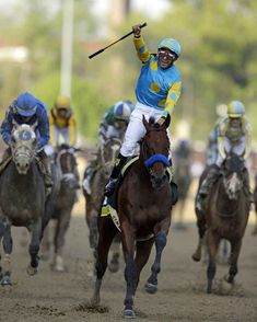 Victor Espinoza rides American Pharoah to victory in running of the Kentucky Derby horse race at Churchill Downs Saturday, May in Louisville, Ky. All The Pretty Horses, Beautiful Horses, Animals Beautiful, Derby Horse Race, Horse Racing, Kentucky Derby Time, Triple Crown Winners, Derby Winners, American Pharoah
