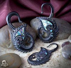 Black horn peacock design