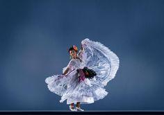 Olivia Ruiz. Ballet Folklórico Mexicano de Carlos Moreno