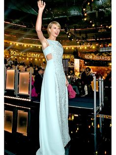 ACM Awards 2015: Taylor Swift Makes a Stylish Return to Her Country Roots http://stylenews.peoplestylewatch.com/2015/04/19/acm-awards-2015-taylor-swift-makes-a-stylish-return-to-her-country-roots/