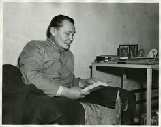 Hermann Göring, the former deputy leader of Nazi Germany, reads in his jail cell during war crimes trials at Nuremberg. A collection of Na. Germany Ww2, Nuremberg Germany, Nuremberg Trials, Kennedy Assassination, The Third Reich, How To Run Longer, World War Two, Wwii, Celebrity