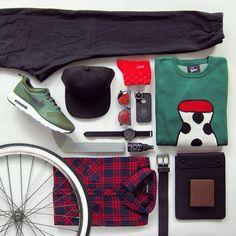 Vybíráme pro vás outfit na míru stvořený na kolo. V těchhle Zanerobe-Carhartt-Iriedaily kouscích ale budete v pohodlí i když půjdete pěšky nebo mhdéčkem. Tak v čem jste strávili den bez aut vy? Kalhoty  Zanerobe, svetr By Parra, košile Iriedaily, čepice Carhartt, brýle, hodinky Komono, boty Nike AirMax, pásek Nixon, peněženka Bellroy, obal na iPad Herschel Supply, ponožky Wesc, peče na boty Sneaker Lab a BlackEye.