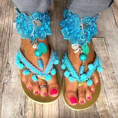 Gouden Ibiza slippers met turquoise versieringen