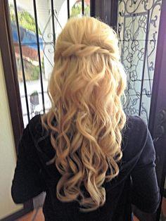 loose wedding hair Wedding hair, its super pretty. i love the blonde. Loose Wedding Hair, Wedding Hair And Makeup, Bridal Hair, Hair Makeup, My Hairstyle, Fancy Hairstyles, Wedding Hairstyles, Bridesmaid Hairstyles, Girly