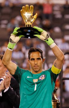 Claudio Bravo of Chile holds up the Golden Glove Award… World Football, Football Players, Claudio Bravo, Nike Football Boots, Copa America Centenario, Sports Trophies, Famous Sports, Football Pictures, The Championship