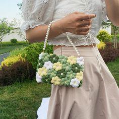 Diy Crochet Flowers, Cute Crochet, Crochet Motif, Beautiful Crochet, Crochet Designs, Crochet Patterns, Crochet Bag Tutorials, Diy Crochet Projects, Diy Bag Designs