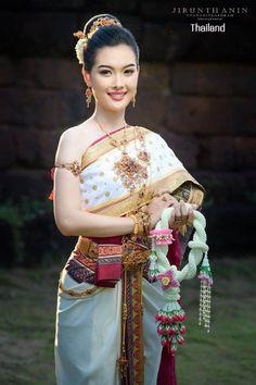 Thai wedding dress: The national costume of Thailand | THAILAND 🇹🇭 Thailand National Costume, Thailand Costume, Thai Wedding Dress, Wedding Dresses, Beautiful Asian Girls, Sari, Costumes, Fashion, Guys