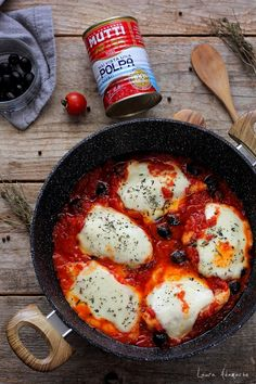 The chicken breast recipe with mozzarella and tomato sauce is so delicious and fast, if you try it, I'm sure you'll include it in your list of Mozzarella Chicken, Mushroom Soup, Italian Dishes, Tomato Sauce, Stuffed Mushrooms, Dinner, Cooking, Ethnic Recipes, Breast Recipe