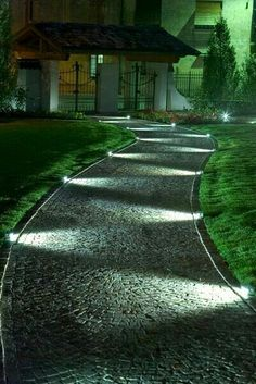 10 Outdoor Lighting Ideas for Your Garden Landscape. Is Really Cute - 1001 Gardens - 10 Outdoor Lighting Ideas for Your Garden Landscape. Is Really Cute – 1001 Gardens 10 Outdoor Lighting Ideas for Your Garden Landscape. Is Really Cute Outdoor lighting Backyard Lighting, Outdoor Lighting, Driveway Lighting, Garden Path Lighting, Led Garden Lights, Unique Lighting, Lights For Backyard, Backyard Ideas, Sidewalk Lighting
