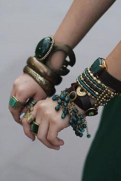 ≔ ♱ Boho Style ♱ ≕ bohemian gypsy hippie fashion - Turquoise and jaded. Jewelry Box, Jewelry Accessories, Fashion Accessories, Fashion Jewelry, Jewellery, Boho Jewelry, Jewelry Ideas, Jewelry Trends, Ethnic Jewelry