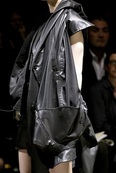 Comme des Garçons - Spring 2011 Ready-to-Wear - Look 6 of 109