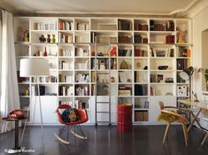 Mix ikea expedit and ikea billy with extensions Tall Bookshelves, Bookcase Wall, Bookshelf Design, Billy Ikea, Home Libraries, Elle Decor, Home Deco, Shelving, Family Room