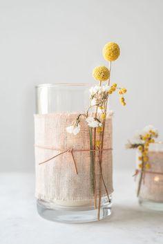 DIY Deko DIY decoration with dried flowers lanterns with linen and leather - Leelah Loves Can N Diy Garland, Beaded Garland, Home Beach, Diy Fleur, Diy Vintage, Fleurs Diy, Diy Wedding Projects, Flower Garlands, Boho Diy