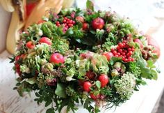 Herbstkranz mit Äpfeln Autumn wreath with apples Autumn Wreaths, Holiday Wreaths, Christmas Decorations, Diy Wreath, Door Wreaths, Wreaths For Front Door, Romantic Flowers, Fall Flowers, Corona Floral