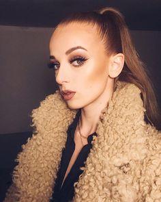 Slovenská raperka SIMA potešila zraky všetkých mužov: Takéto telo skrýva pod šatami! Pearl Earrings, Scene, Pearls, Instagram, Jewelry, Fashion, Jewellery Making, Moda, Bead Earrings