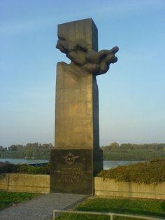 File:Spomenik pilotima 1941.JPG