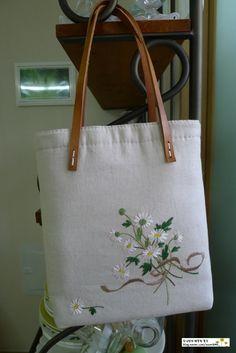린넨 가방이예요~♡ 제가 사랑하는 데이지꽃다발... 두번째 다시 만든...(손잡이째 빨았다가 가죽물이 들어...