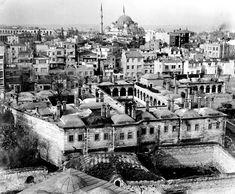 Laleli Camii Minaresi'nden Taş Han ve Şehzadebaşı Bölgesi Görünümü / 1960'lar   Eski İstanbul Fotoğrafları Arşivi