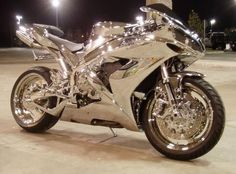 Motorcycle in chrome. I'm not a biker chick, but if I was, this would be the bike of choice! Yamaha R1, Yamaha Motorbikes, Course Moto, Yzf R125, Motorcycle Cover, Motorcycle Touring, Motorcycle News, Motorcycle Jackets, Motorcycle Helmets