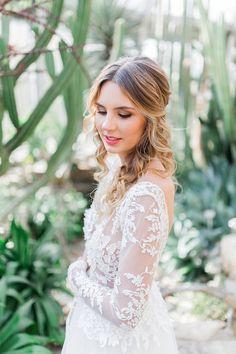 Brautfrisuren & Styling Ideen im Botanischen Garten | Hochzeitsblog The…