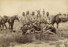 Crow scouts and Us Cavalry soldiers, no date Native American Pictures, Native American Beauty, Native American Tribes, Native American History, American Symbols, American Women, Battle Of Little Bighorn, Crow Indians, Medicine Wheel