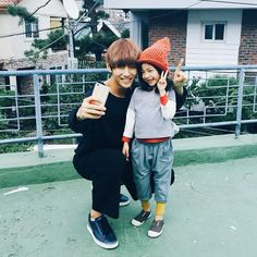 V with Lee Nam Gyeong // this is so cute my eyes r sweating