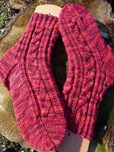 Hier findet ihr eine Zusammenstellung von freien Strickanleitungen für Socken, die mir gut gefallen und die ich auch schon gestrickt hab...