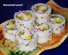 How to make sushi: California and Philedelphia roll are our family favorites (easy to find the ingredients) Many different recipes on site Nigiri Sushi, Sushi Sushi, Tempura Sushi, Sushi Time, Sashimi, Seafood Recipes, Cooking Recipes, Easy Sushi Recipes, Cooking Bacon