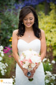 Strawberry Farms Golf Club Wedding Pictures Bride with flowers Michelle Johnson Photography