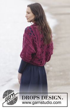 """Holly Berry - Crochet DROPS shoulder piece with fans and lace pattern in """"Big Merino"""". Size S-XXXL. - Free pattern by DROPS Design"""