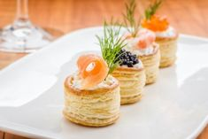 Recettes faciles en photos | Supertoinette Vol Au Vent, Party Finger Foods, Snacks Für Party, I Love Food, Good Food, Yummy Food, Salmon Caviar, Creative Food, High Tea