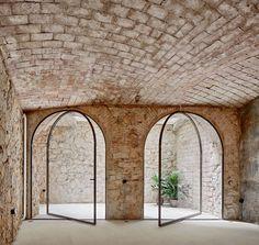 Situé dans un ancien entrepôt de bananes datant de 1900, ce triplex est l'oeuvre des architectes Valentí Albareda et Masaaki Higashi. Cette sublime rénovat
