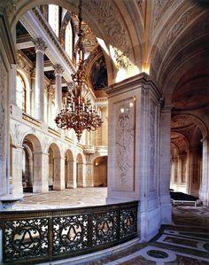 Chapel of the Palace of Versailles, France (Day Trip) Amazing Architecture, Art And Architecture, Architecture Details, Louis Xiv, Palaces, Beautiful Buildings, Beautiful Places, Jules Hardouin Mansart, Versailles Paris