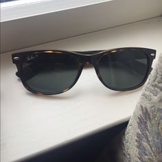 Ray-Ban Polarized Wayfarers Sunglasses Good condition. Tortoise shell color. Only defect is slight scratching on one lense (pictured). Not very noticeable when worn. These still have plenty of wear. Comes with a case but it is not rayban case. Polarized lenses perfect for driving! No trades. Ray-Ban Accessories Sunglasses