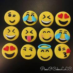 New cupcakes versieren smiley Ideas Cupcake Wedding Favors, Cupcake Birthday Cake, Wedding Cakes With Cupcakes, Fondant Cupcakes, Cupcake Cakes, Emoji Cupcake Toppers, Emoji Cake, Raspberry Smoothie, Apple Smoothies