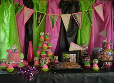 Zombie Birthday Parties, Zombie Party, Halloween Party, Zombie Decorations, Disney Party Decorations, Zombie Disney, Disney Birthday, 9th Birthday, Birthday Ideas