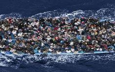 Según los cálculos de los sobrevivientes, al menos 880 personas perdieron la vida en naufragios en el mar Mediterráneo