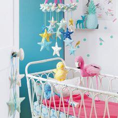 5 idées pour une déco de chambre de bébé à faire soi même ! Diy Bebe, Decoration, Constellations, Creations, Baby, Kids Rooms, Origami, Crochet, Stuff Stuff