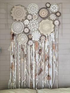 Doily Dream Catchers, Dream Catcher Boho, Doily Art, Crochet Dreamcatcher, Doilies Crafts, Beaded Curtains, Girly Gifts, Basket Decoration, Doily Patterns