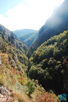 O adevarată aventură la propriu. Așa numim o drumeție prin Cheile Rîmețului, România