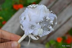 Deposit for a custom brooch boutonniere or button hole